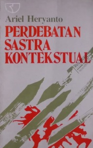 cover buku Perdebatan Sastra Kontekstual